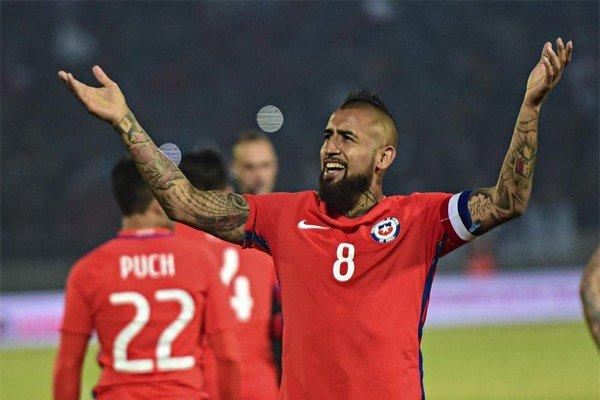 Видаль в футболке сборной Чили