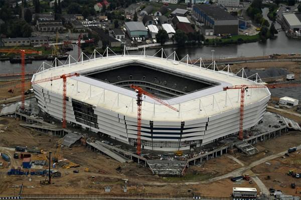 Стадион Калининград строится