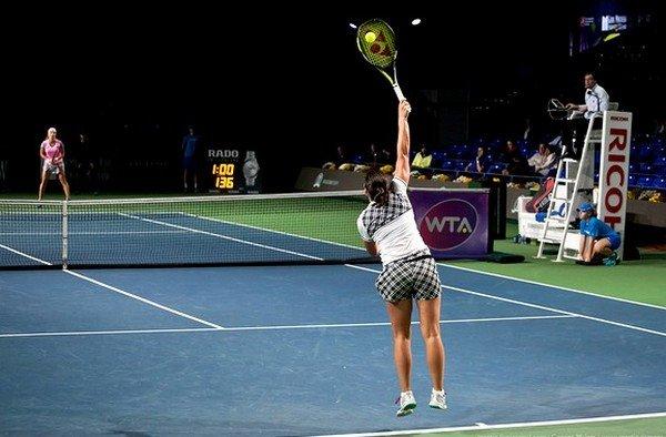 Подача в большом теннисе