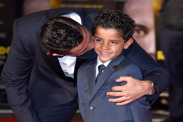 Криштиану Роналду младший вместе с папой