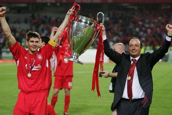 Джеррард с Кубком Лиги Чемпионов 2005