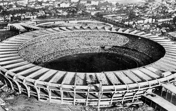 старый стадион Маракана в Бразилии