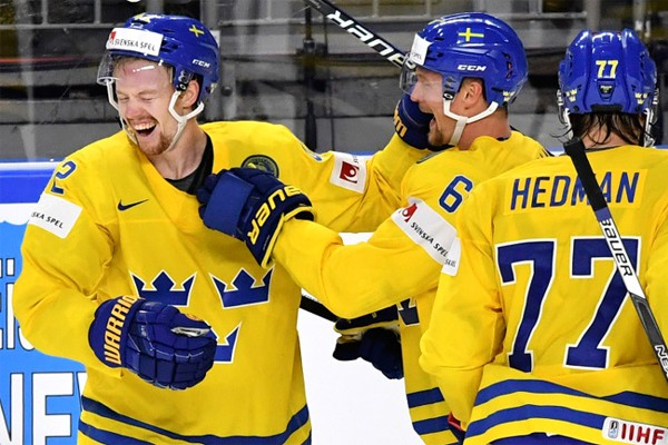 Хоккеисты сборной Швеции