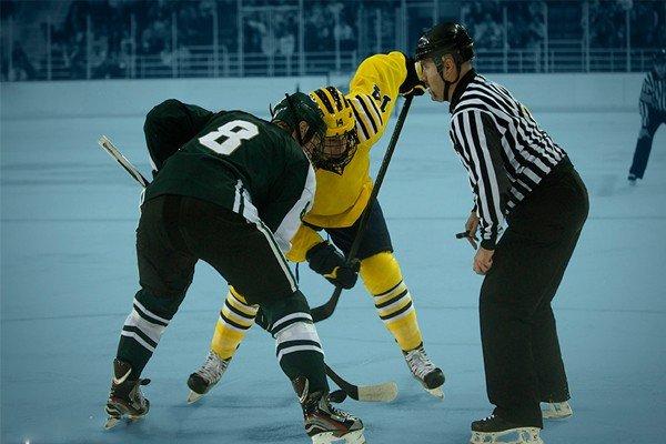 розыгрыш шайбы в хоккее