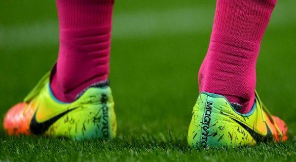 В какой обуви играют в футбол? История появления бутс